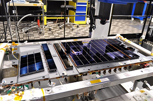 A total of 106 CCDs make up Gaia's focal plane. Technicians from Astrium France, the Gaia mission's prime contractor, bolted and aligned the CCDs onto their support structure, at the company's facility in Toulouse. © Astrium France
